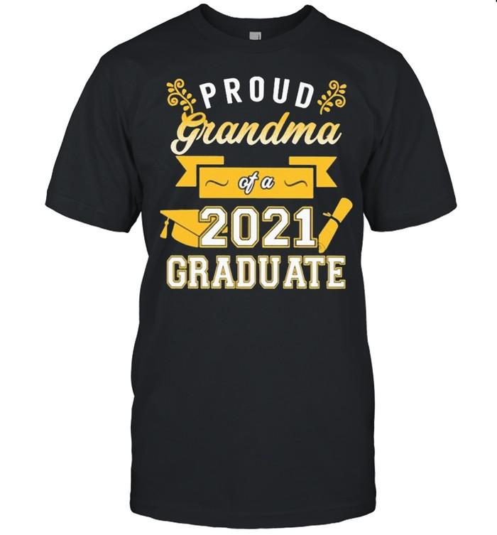 Proud Grandma of a 2021 Graduate gold shirt Classic Men's T-shirt